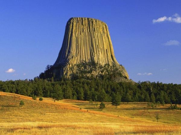 Devil's Tower ou la tour du diable – (Wyoming – USA)