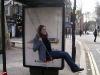 Un balançoire à l'arrête de bus!