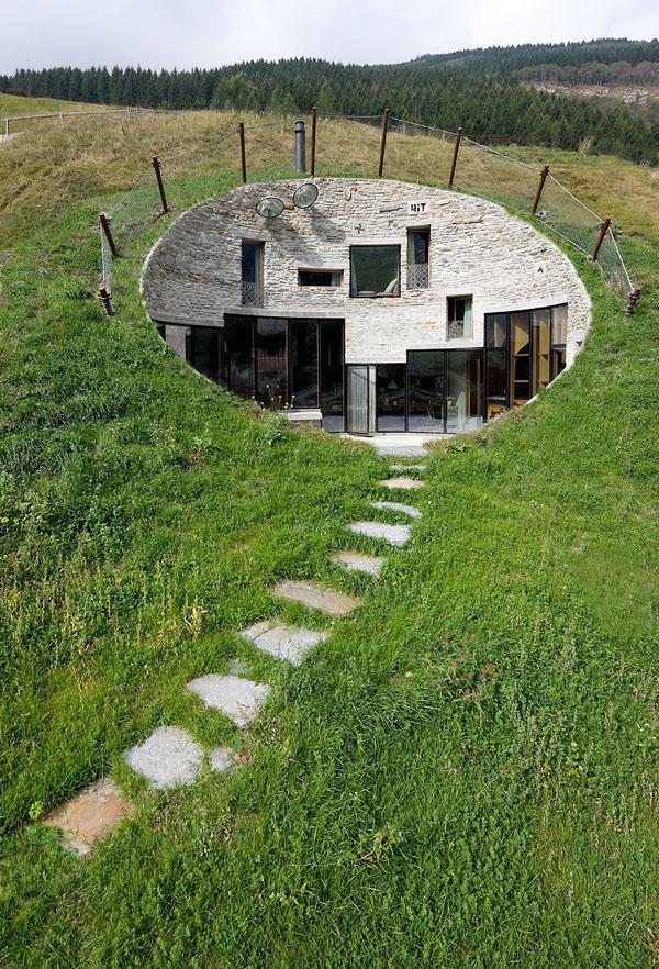 Maison troglodyte par Bjarne Maestenbroek et Christian Müller (Suisse)