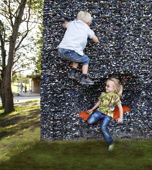 constructions pour enfants fait de matériaux recyclés: Caverne pour enfants (Trondheim, 2012)