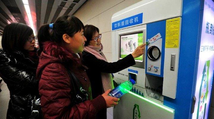 Des bouteilles en plastique usagées pour payer son ticket de métro