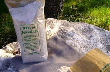 La terre de sommi res un produit miracle for Enlever tache de cafe sur canape en tissu