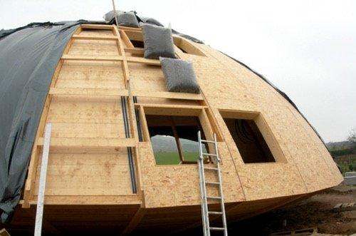 domespace une maison en bois qui tourne avec le soleil. Black Bedroom Furniture Sets. Home Design Ideas