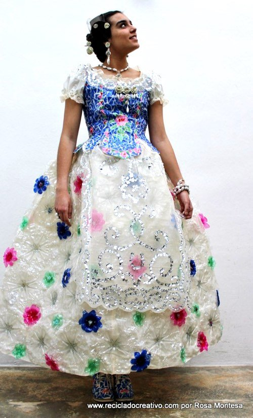 Traje Tipico En Material Reciclable Pictures to pin on Pinterest