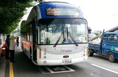 Bus électrique : recharger la batterie en roulant !