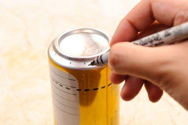 Commencez par dessiner les points de votre réchaud ainsi que la ligne où vous couperez la canette !