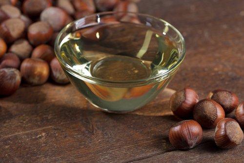 Photo of Découvrez tous les bienfaits de l'huile de noisette pour les cheveux et la peau