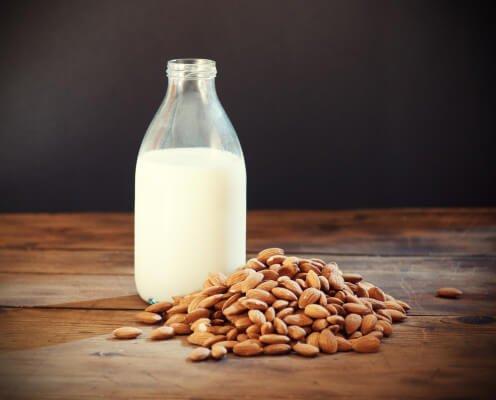Lait végétal : lait d'amandes