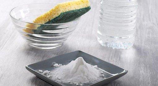 Le vinaigre blanc ou acide acetique : un détergent naturel pour faire le ménage qui fera office de produit nettoyant, produit vaisselle, chiffon microfibre