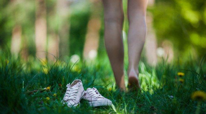 Les bienfaits de marcher pieds nus