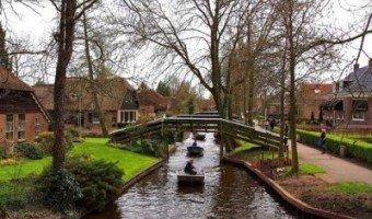 Giethoorn : un village bucolique sans voiture
