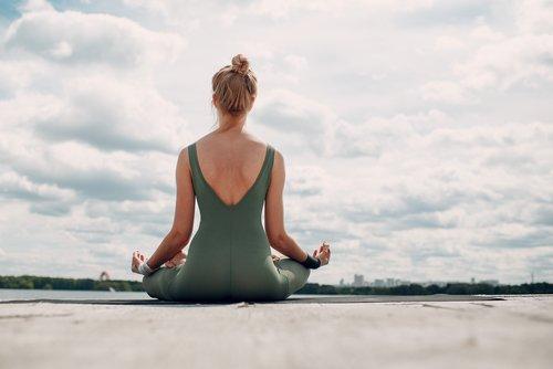 pranayama yoga un yoga bas sur la ma trise de la respiration. Black Bedroom Furniture Sets. Home Design Ideas