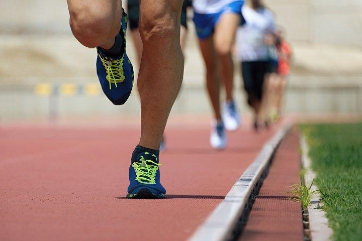Photo of Athlétisme : vous sentez-vous la foulée d'un Carl Lewis ?