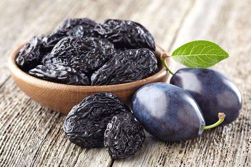 Pruneaux : tout sur ce fruit séché célèbre
