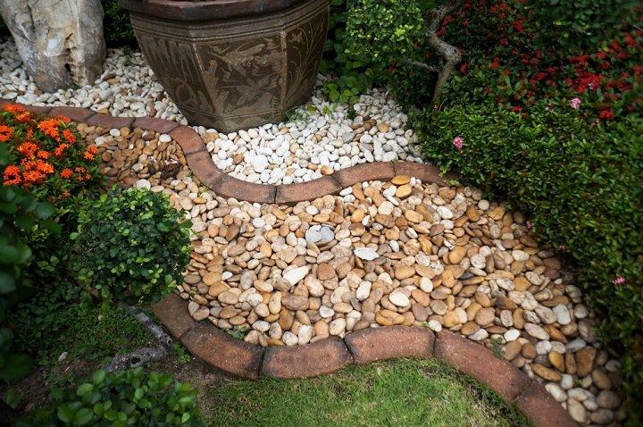 Rocaille : un double jardin moitié minéral, moitié végétal