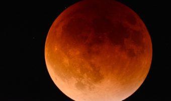L'éclipse lunaire : quand la lune rencontre l'ombre de la terre