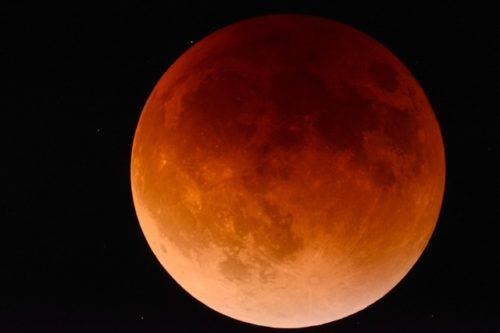 Photo of L'éclipse lunaire : quand la lune rencontre l'ombre de la terre