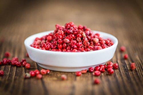 Les bienfaits du poivre rose sur la santé