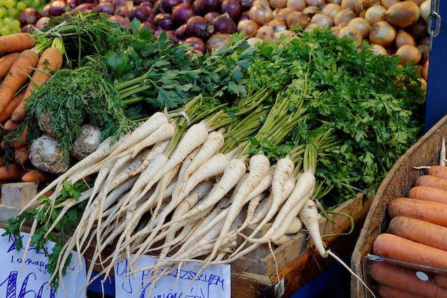 Le persil tubéreux : un légume-racine oublié, qui revient peu à peu dans nos assiettes