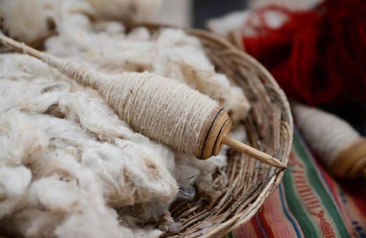 La laine : une fibre naturelle appréciée pour sa douceur et ses vertus