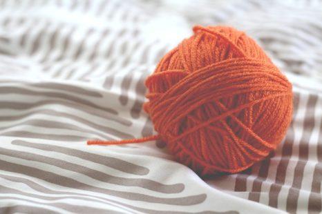 Des pelotes de laine pour créer toutes sortes de vêtements