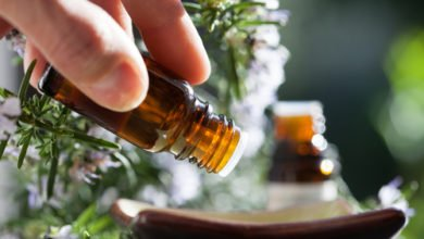 Photo of L'huile essentielle de romarin : bénéfique pour la santé et le bien-être !