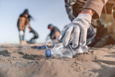 Vacancier : opération nettoyage de la plage