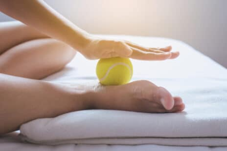 Exercice avec une balle de tennis