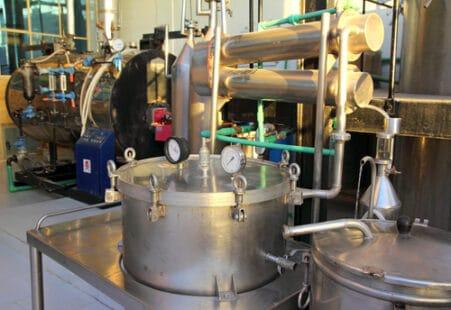 Distillerie pour les huiles essentielles