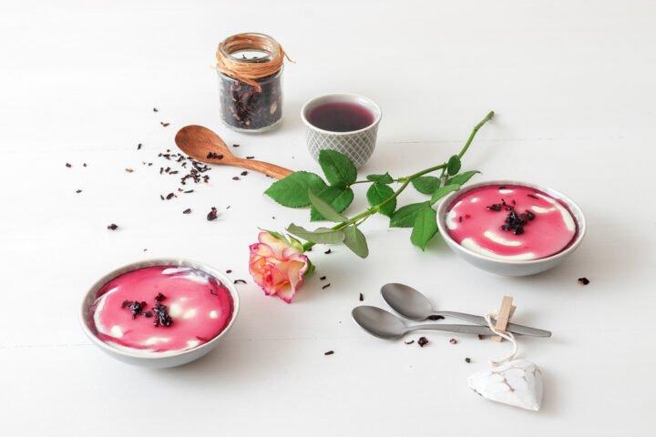 Pana cotta, dessert, fleur, cuillère en bois, infusion