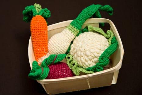 Paniers de légumes tricotés en laine
