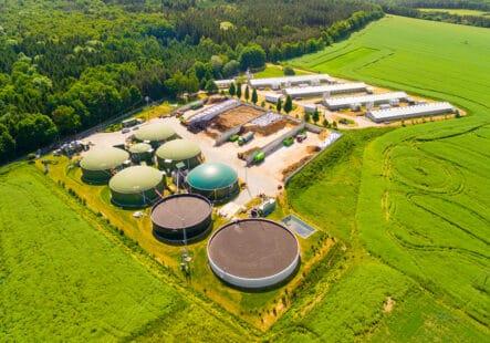 Vue aérienne d'une usine de méthanisation