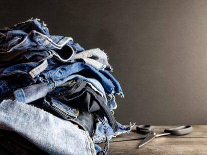Un jean éco-conuç et recyclé est un bel exemple d'économie circulaire