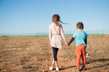 Un frère et sa soeur face à un avenir difficile