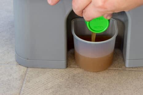 Récolte du jus de bokashi par un robinet sous le bac